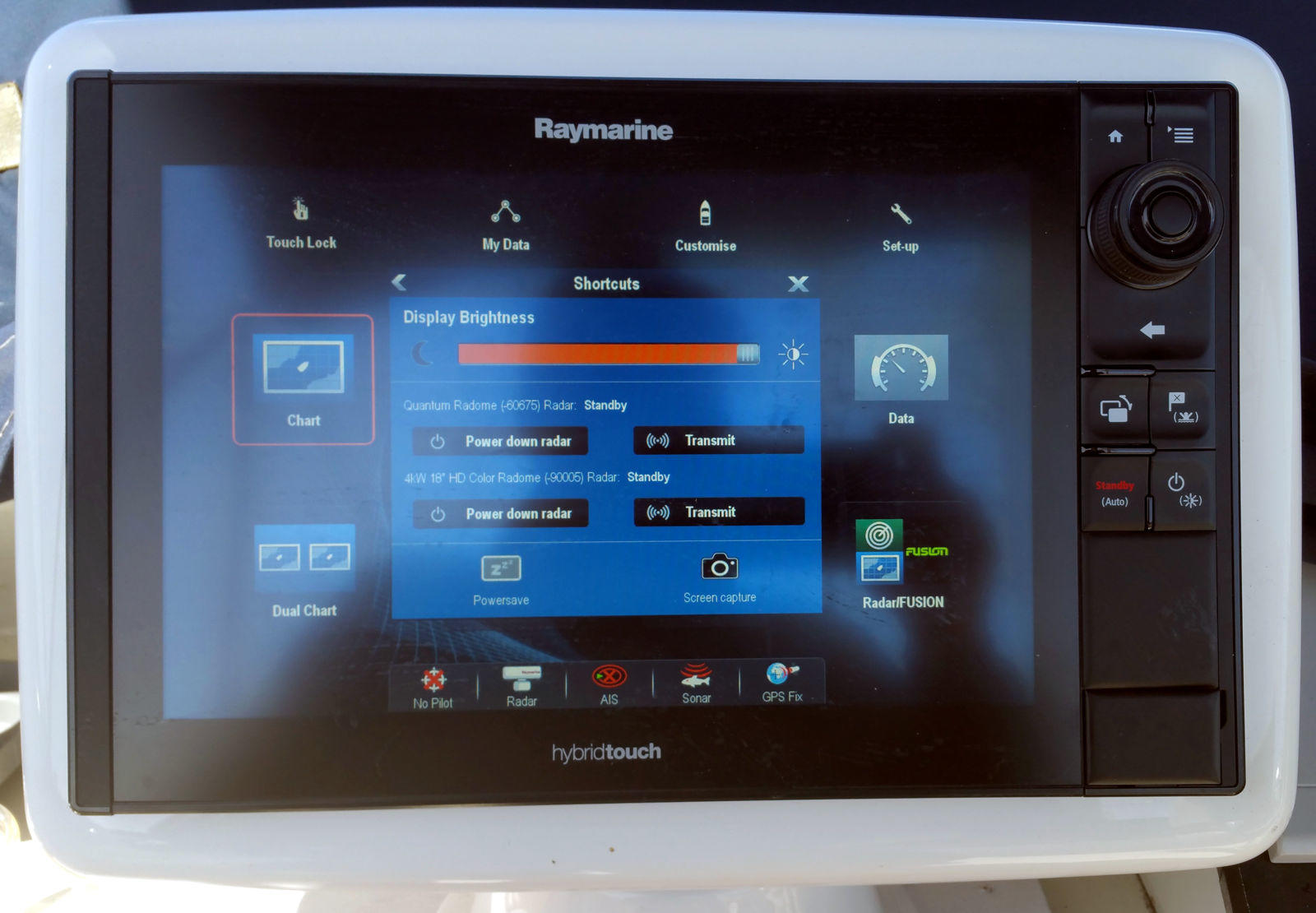 Raymarine_eS128_showing_dual_radars_w_power_down_ability